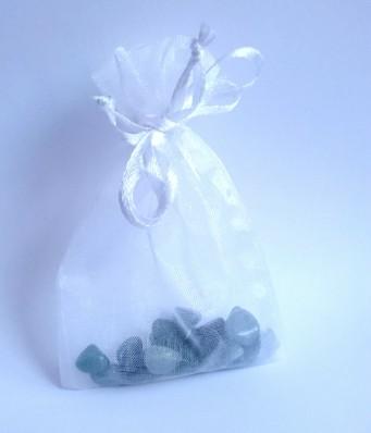 Organza-Beutelchen mit Steinen